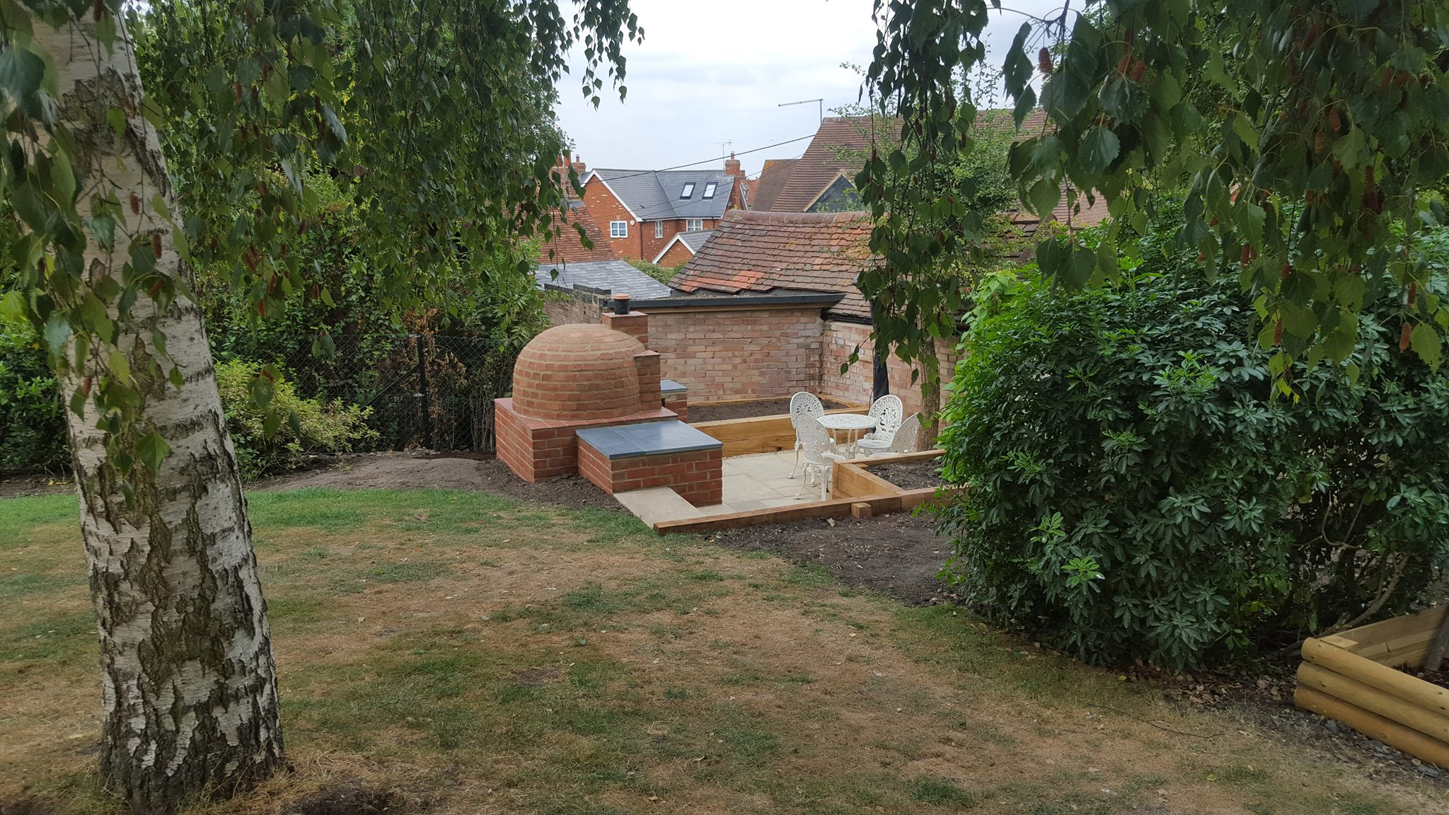 Job in Thame - Sunken area with a pizza oven